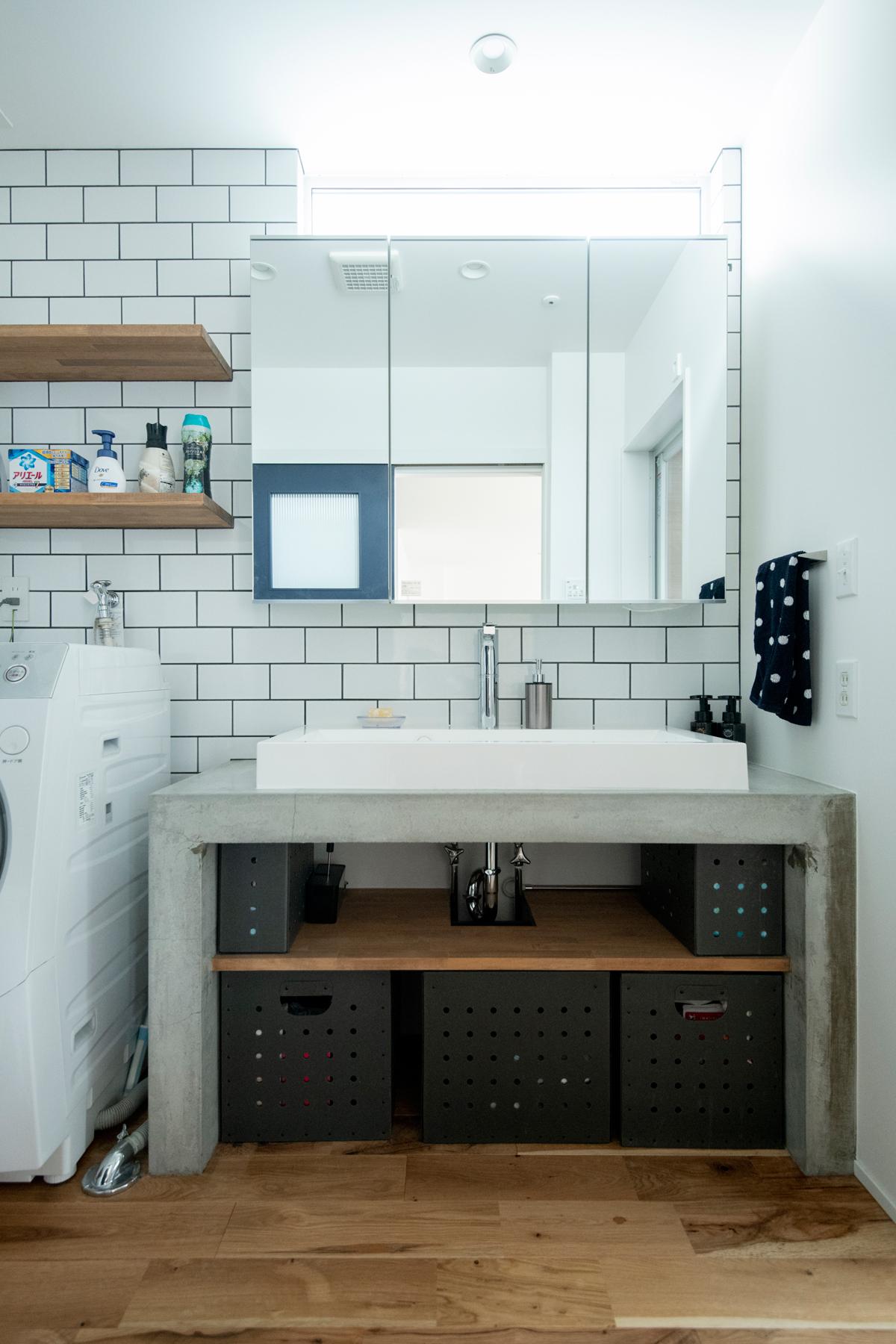 洗面脱衣室 モルタルカウンター 壁タイル