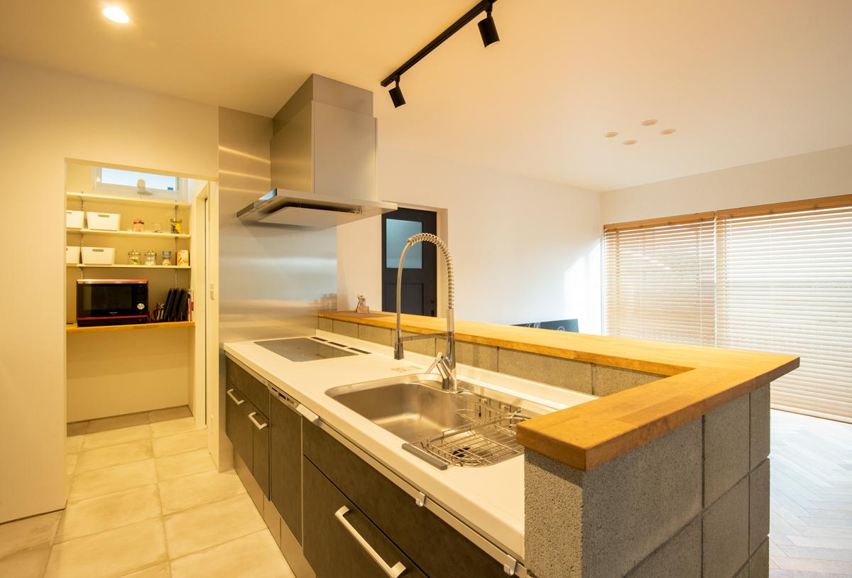 キッチン 床タイル ブロック腰壁