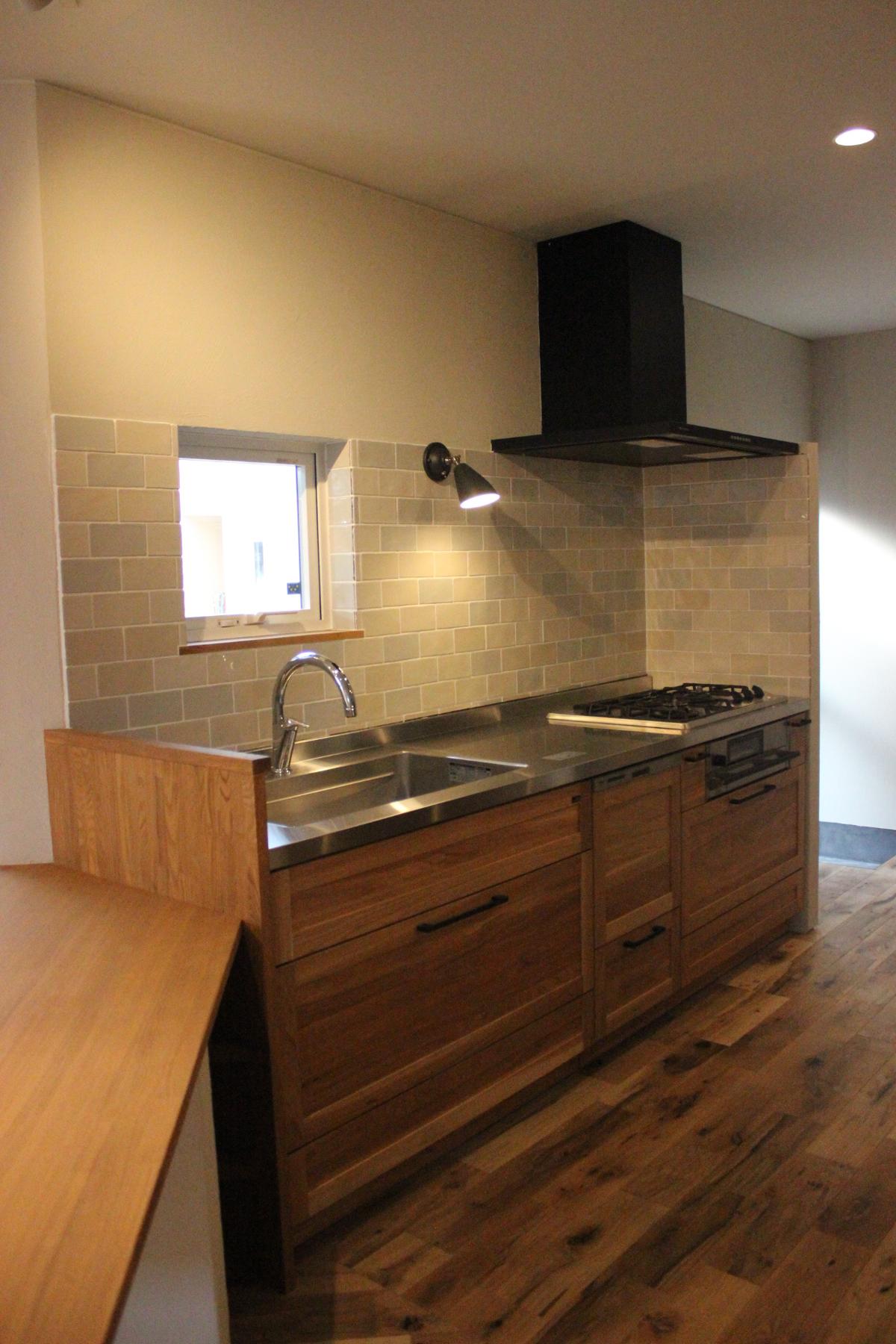 ステンレス天板のキッチンも素敵!